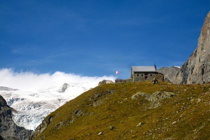 ces sept cabanes m nent au septi me ciel zermatt suisse. Black Bedroom Furniture Sets. Home Design Ideas