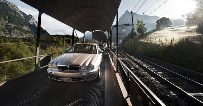 Travel by car to Zermatt - reserve your parking in Täsch