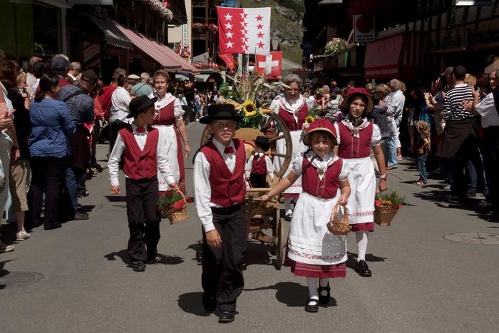 Zermatt folklore festival for Stand traditionnel