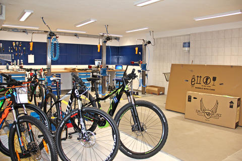 From the Club Schneewittchen to a Bike Workshop