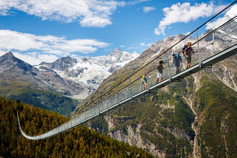 Hike to the world-record suspension bridge