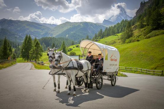 The post carriage now delivers parcels in car-free Zermatt.