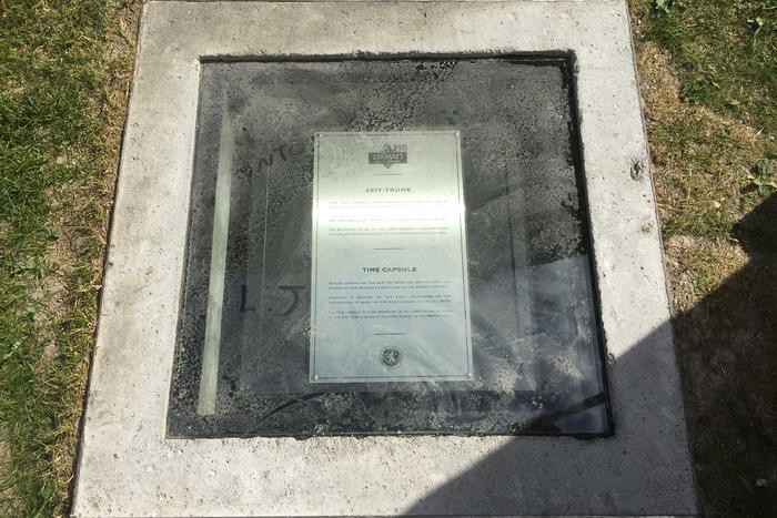 The time capsule with the wishes from the children rest for 50 years under a pane of glass near the Zermatt Gemeindehaus.