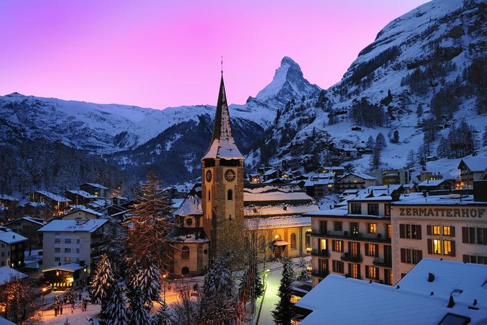 With only around 6,000 residents, Zermatt attracts up to 30,000 tourists per day.