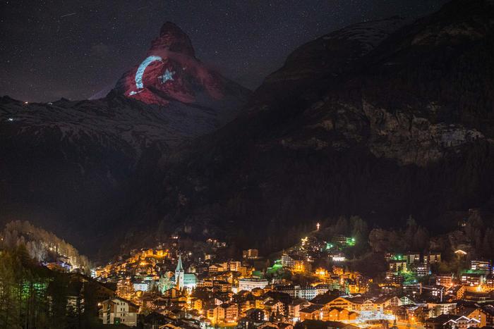Toblerone dağında Türk bayrağı